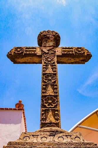 Imagen de la cruz central en el atrio de la Parroquia de Santiago Apóstol en el Pueblo Mágico de Tequila